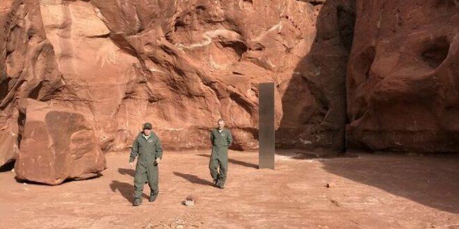 ¡Increíble! Hallaron un extraño monolito de metal en medio del desierto